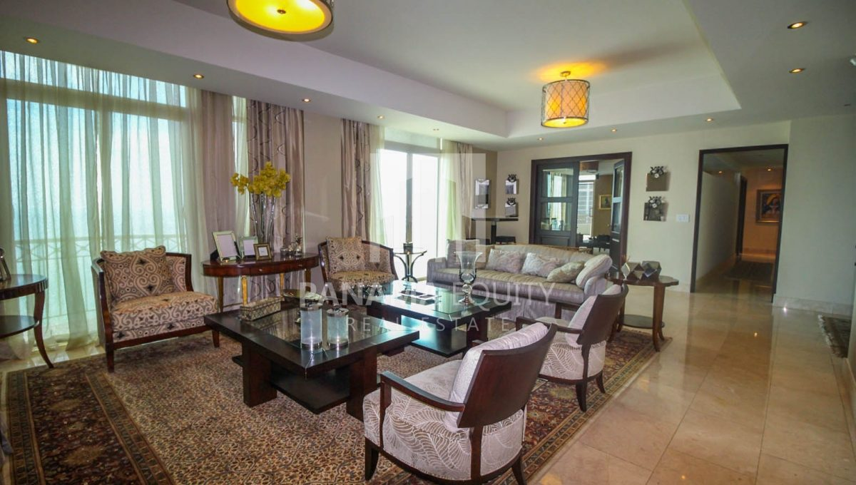 family-room-penthouse-apartment-punta-pacifica