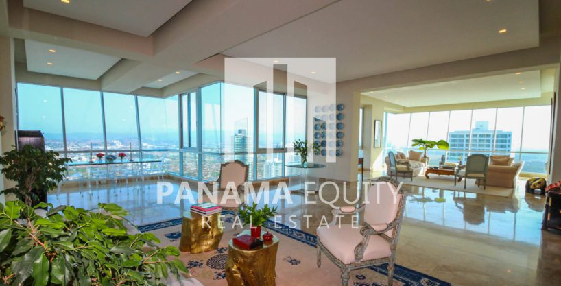 Luxurious Penthouse with Private Pool in Costa Del Este