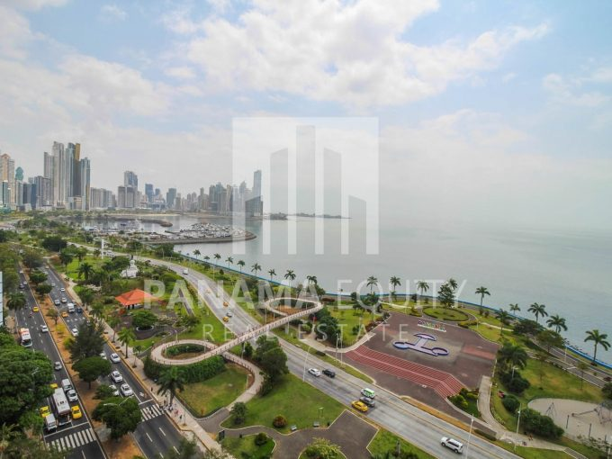 One bed apartment for sale on Avenida Balboa.