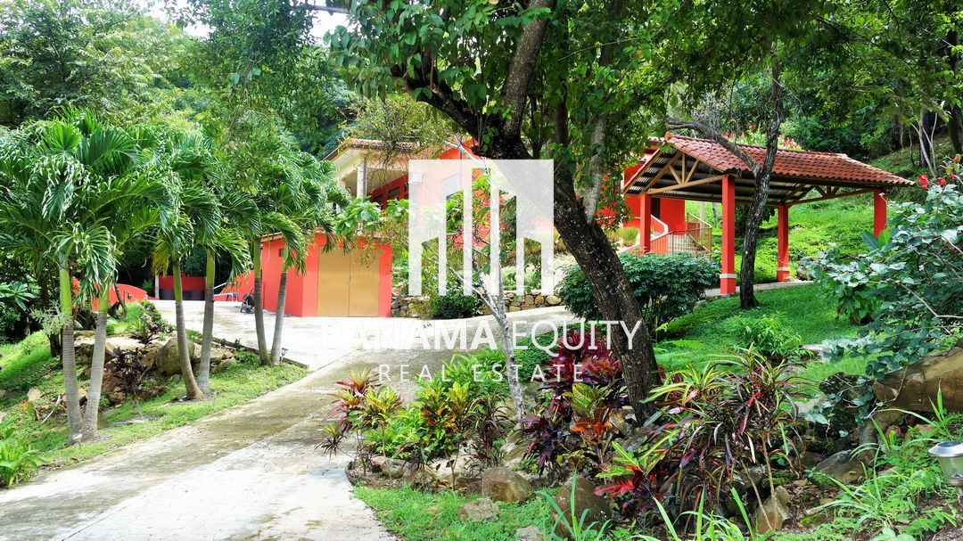 Walking distance to The River in Panama's Largest Mountain Neighborhood