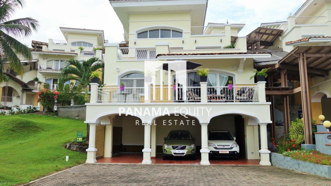 Impeccable Tucan Country Club Villa