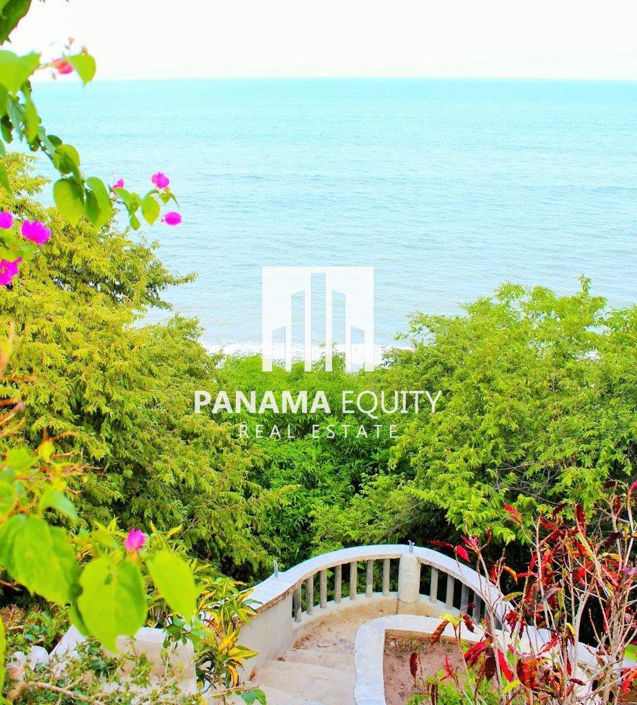 Villa Esmeralda – Beach Front in San Carlos
