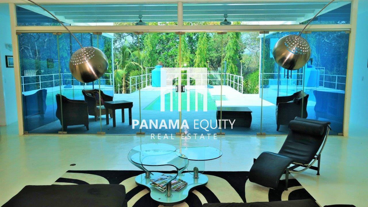Villa Coronado – Modern and Spacious Design