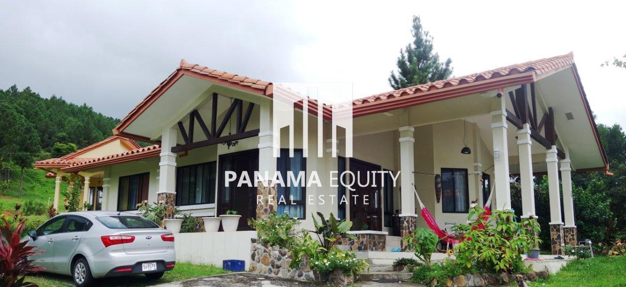 Villa Granada – In Altos del Maria Valley