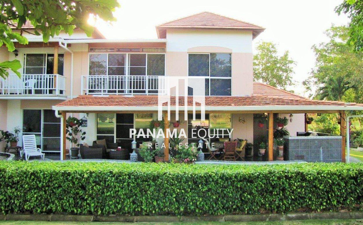Impeccable Townhouse in Golf Community + 1 HECT Beach Lot