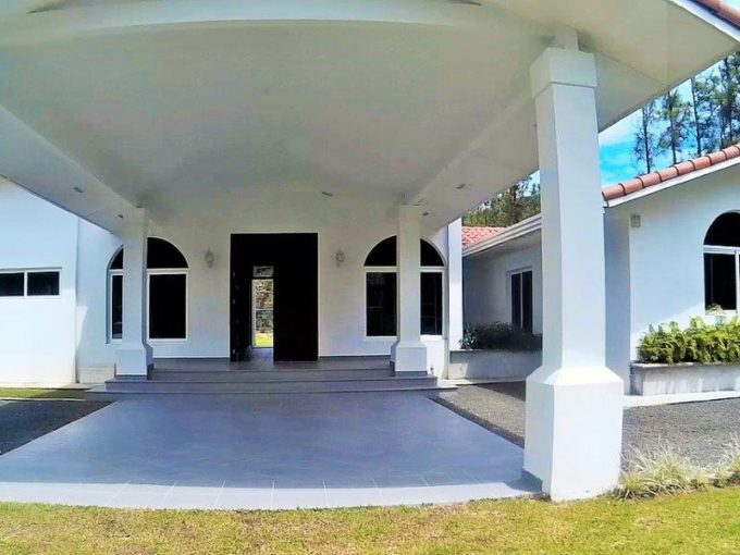 El Valle de Anton Panama mountain home for sale