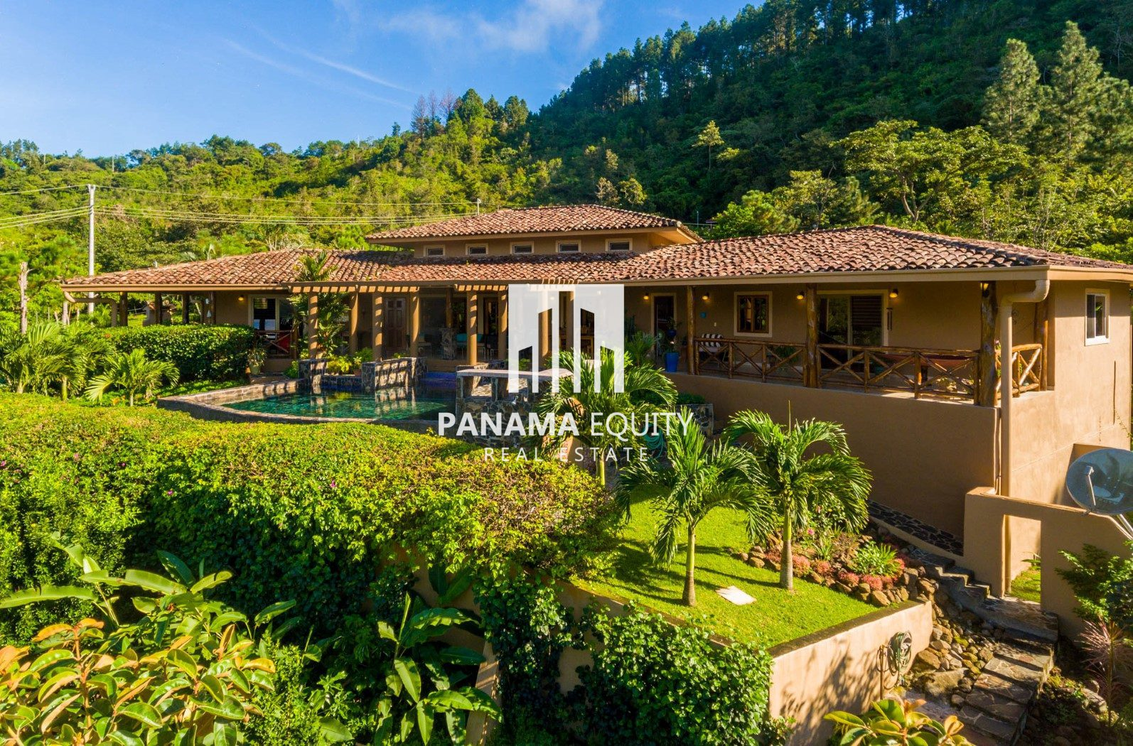 Colonial Style with Great views in Altos del Maria