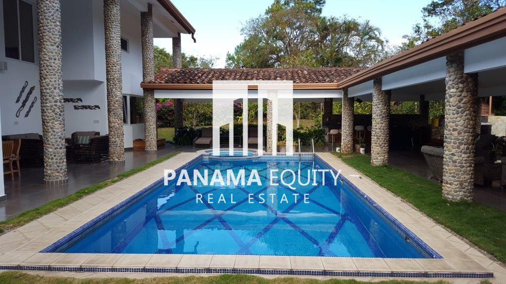 Lots of Outdoor Living in one of Panama´s Nicest Mountain Communities