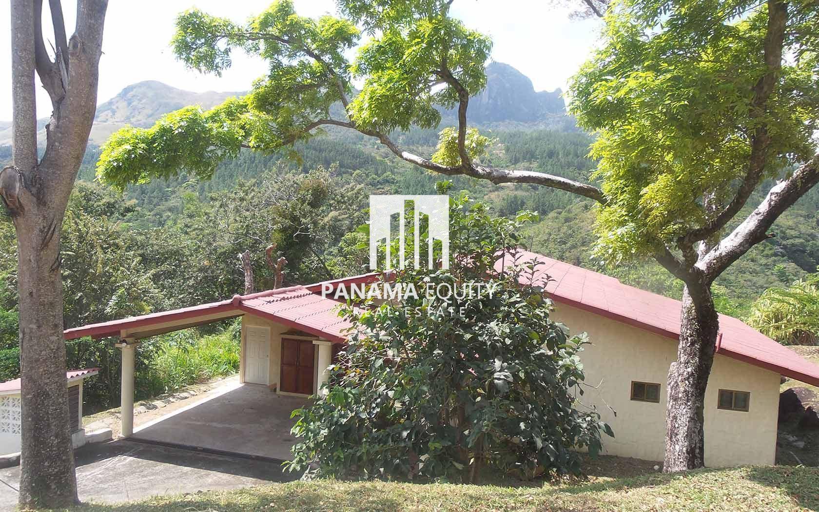 Mountain Home Near the River in Altos del Maria