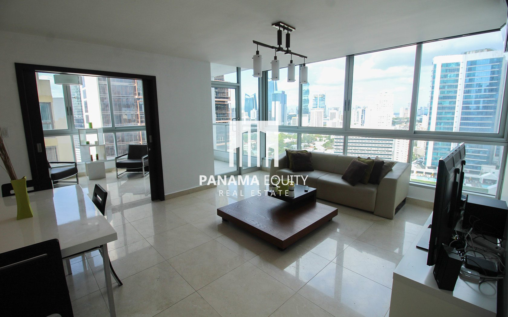 Freshly painted and decorated – High Floor Ave. Balboa Apartment