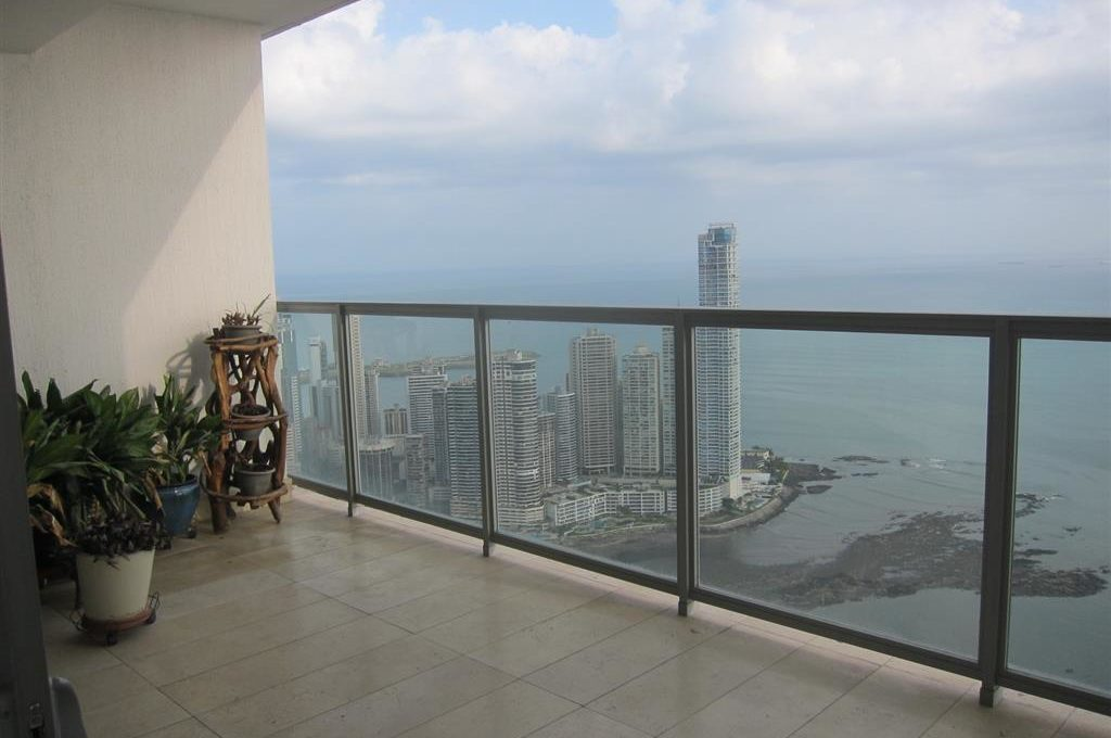 A Life Above the Clouds in Panama's YOO Tower Panama 14
