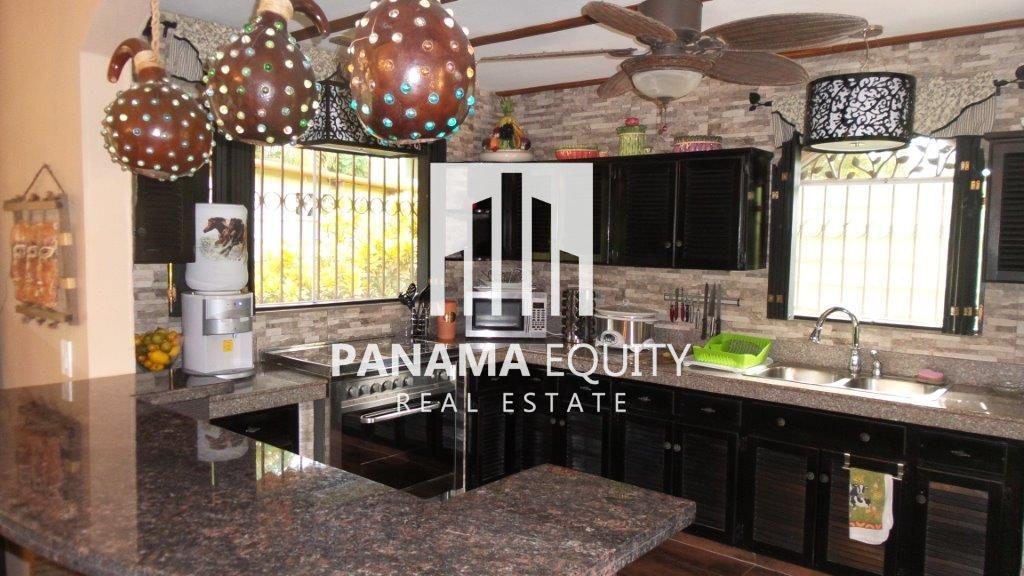 Cozy-beach-House-in-Coronado-16