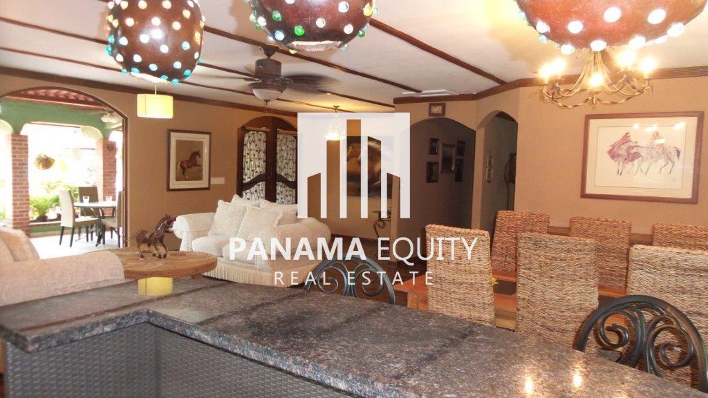 Cozy-beach-House-in-Coronado-6