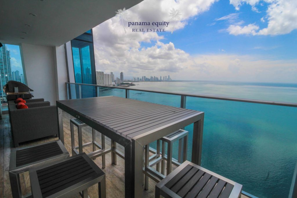 Front-Side Luxury in Grand Tower Panama