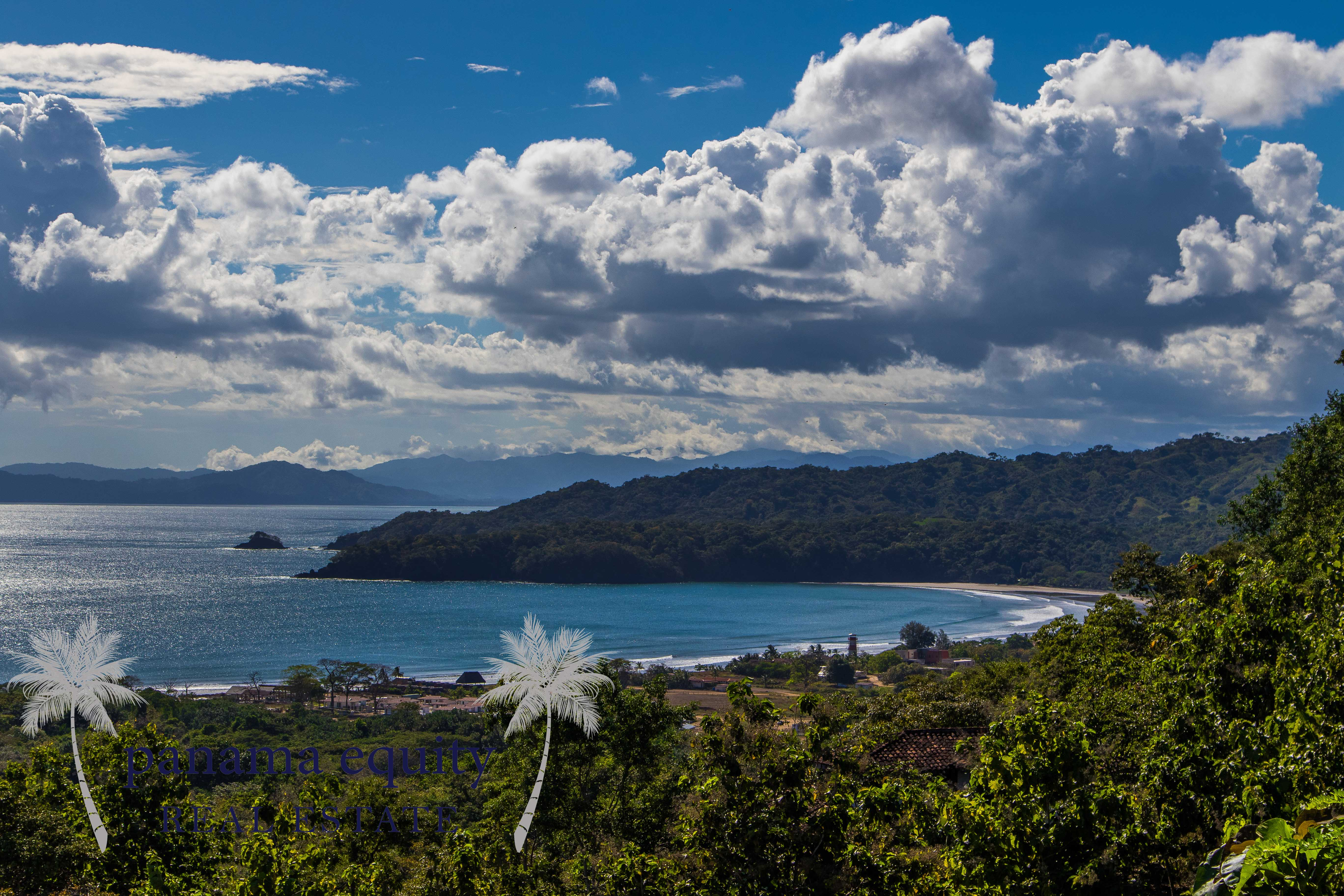 Large titled home lots overlooking Playa Venao