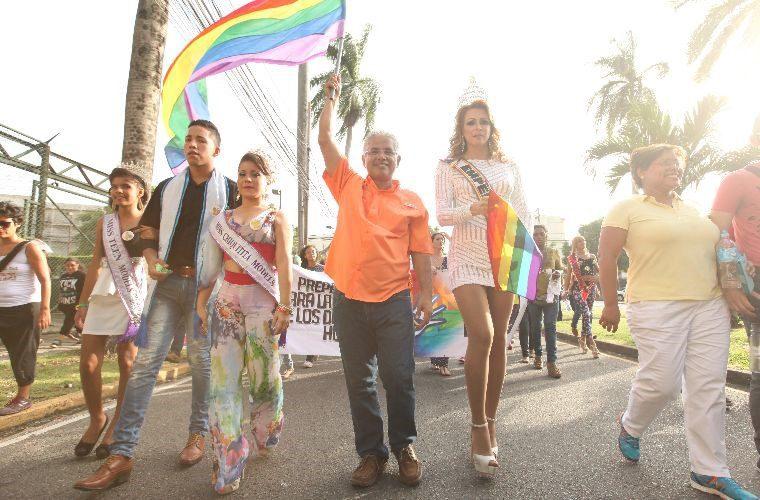 LGBT-parade-panama-cinta-costera