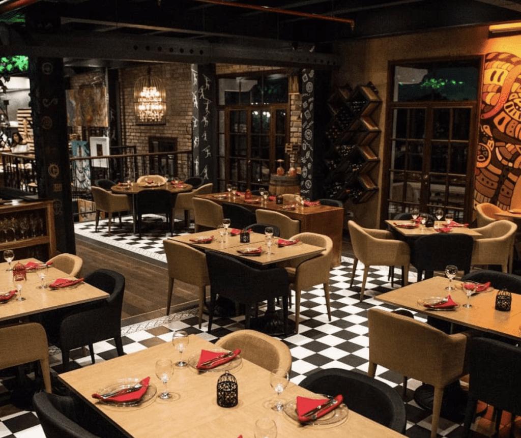 Marula Restaurant table settings Panamá San Valentín