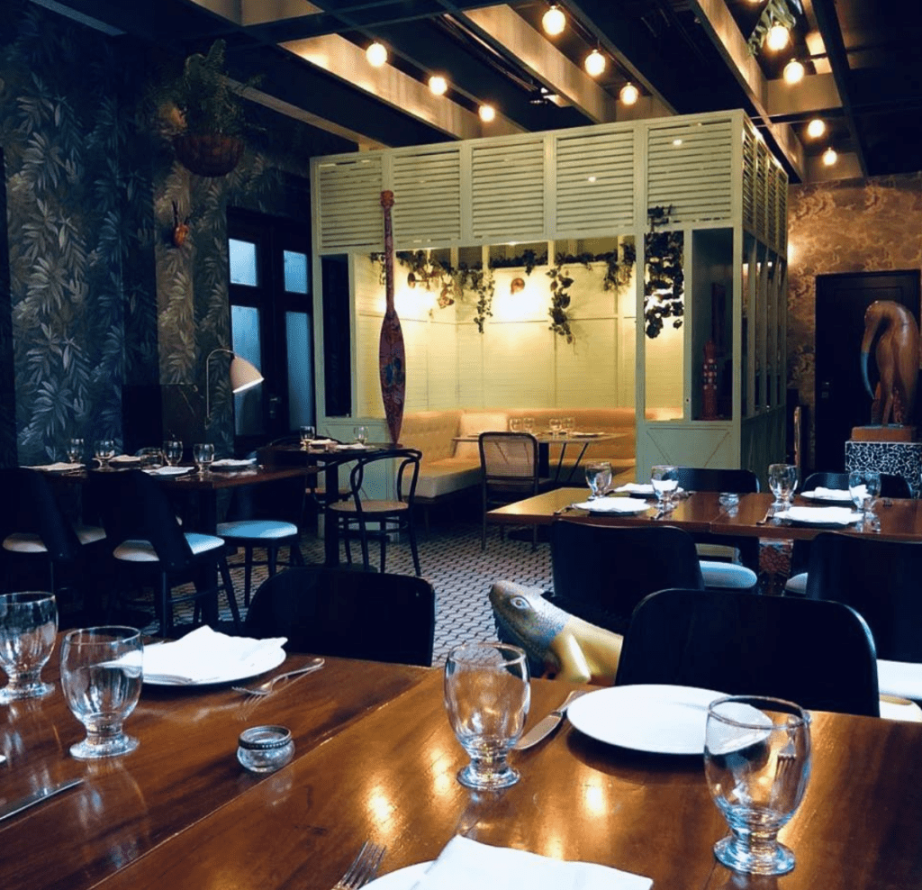 Ochoy y medio restaurant evening table setting panamá san valentín