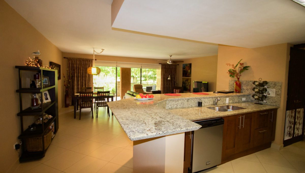 panama-city-condos-for-rent-embassy-club2