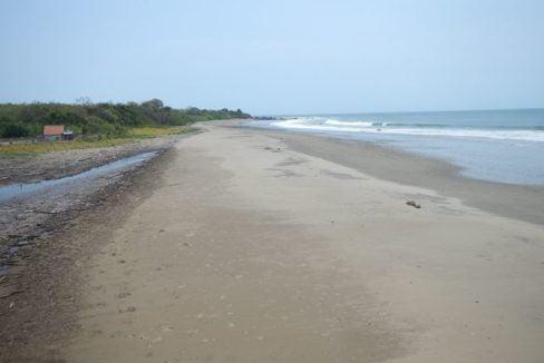 Prime Oceanfront Parcel near Playa Venao Panama 2