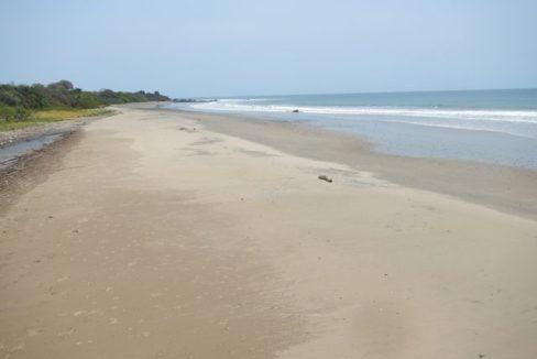 Prime Oceanfront Parcel near Playa Venao Panama 4