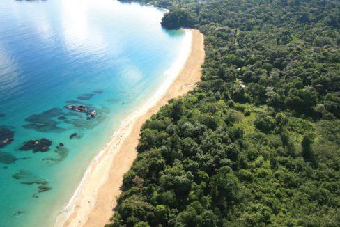 Red-frog-beach-marina-bocas-del-toro-panama-image-3