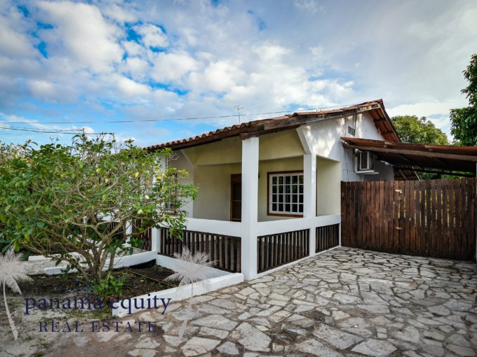 Cozy home in the center of Pedasi for sale.