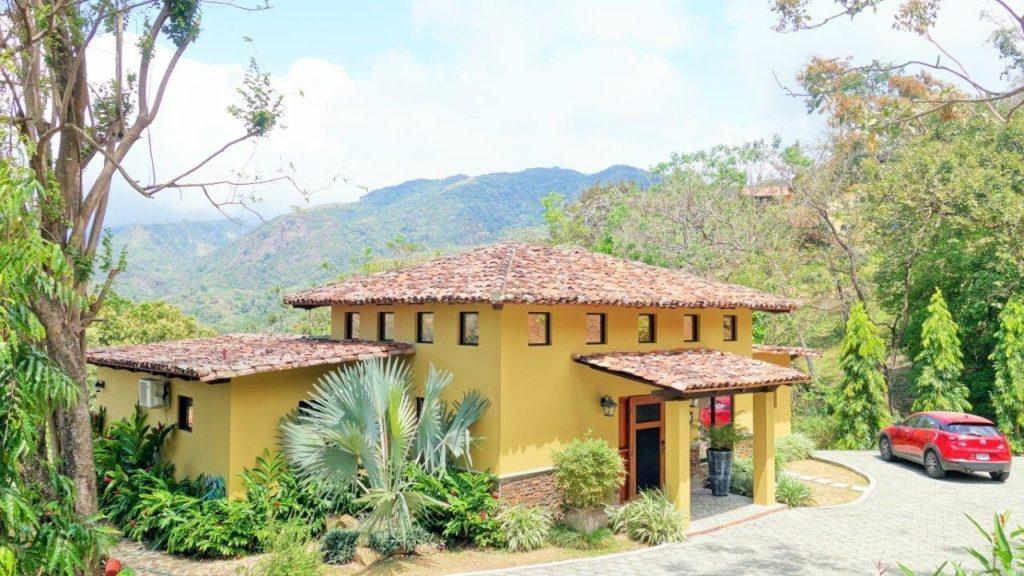Perfect Property Match: Villa Serena en Altos del Maria – Total Privacy on Dead end Road