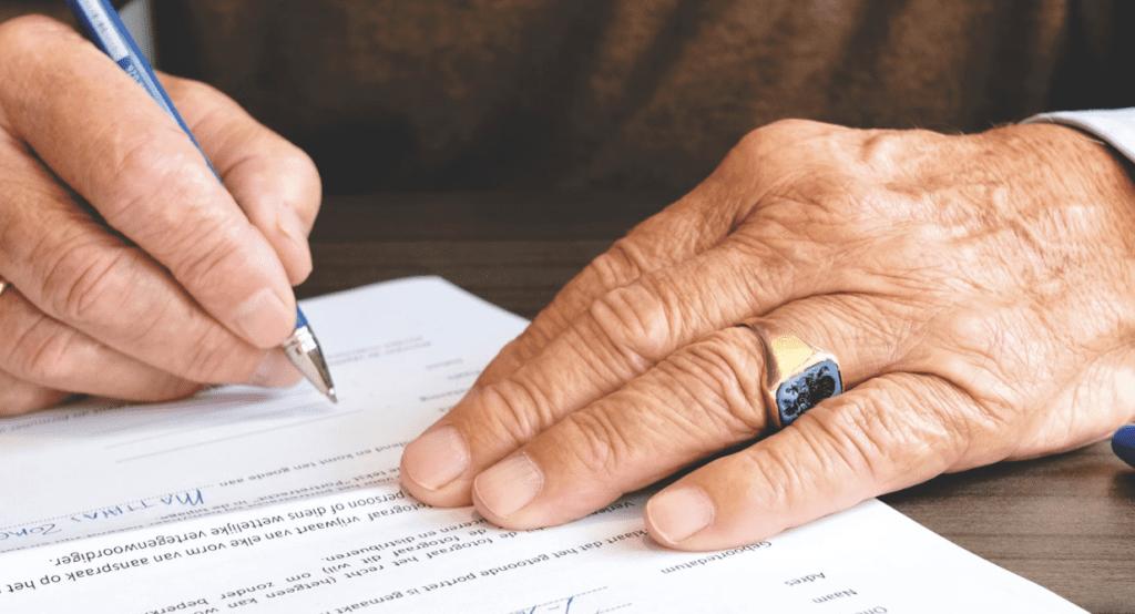 Applying for a pensionado visa in panama signing