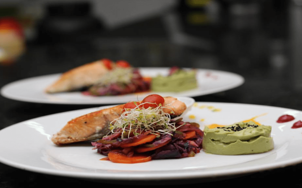 plate-of-food-avenue-balboa-restaurant