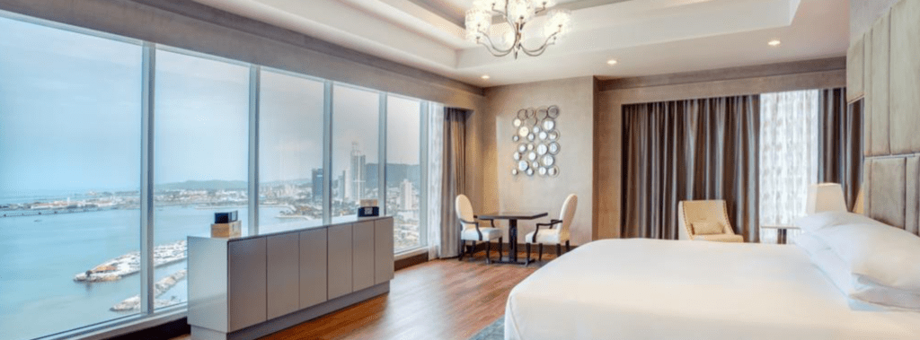 hotel-bedroom-overlooking-avenue-balboa