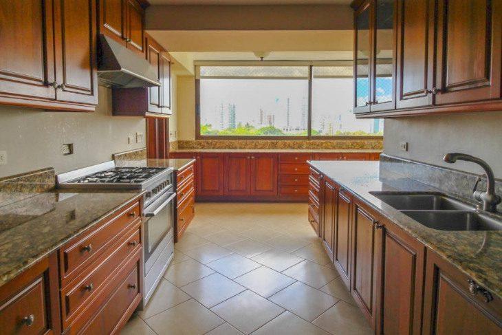 Family Friendly Properties in Panama City - Altos del Golf