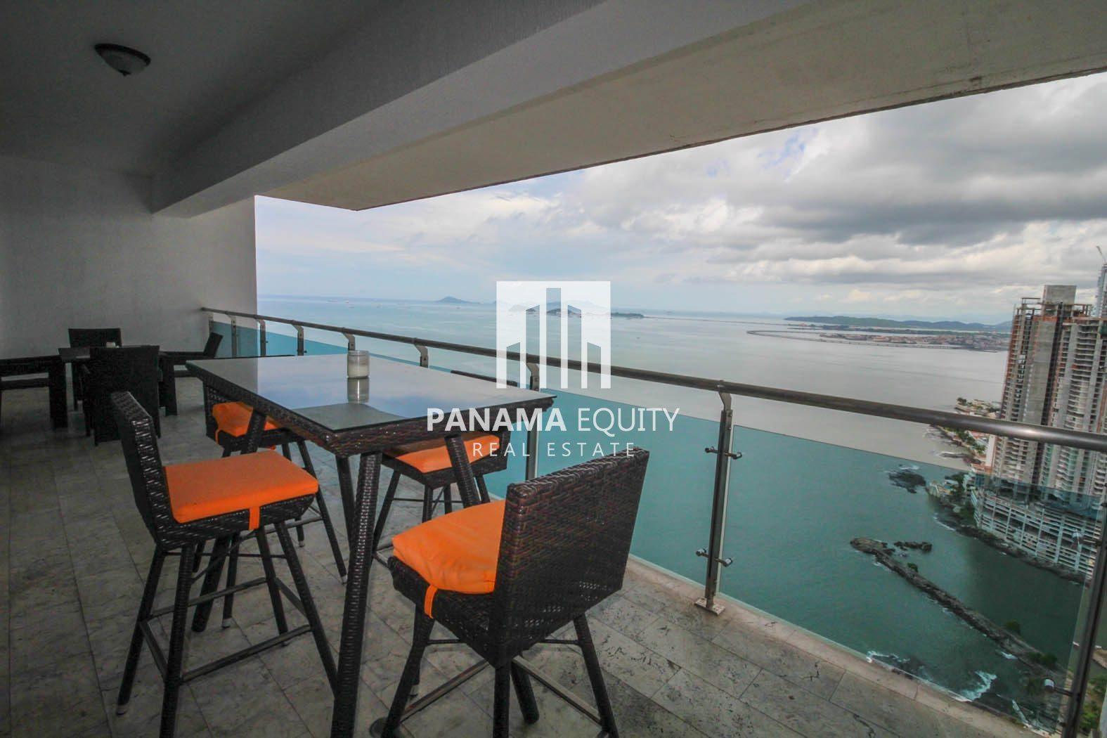 Apartamento con vista al mar en Punta Pacífica