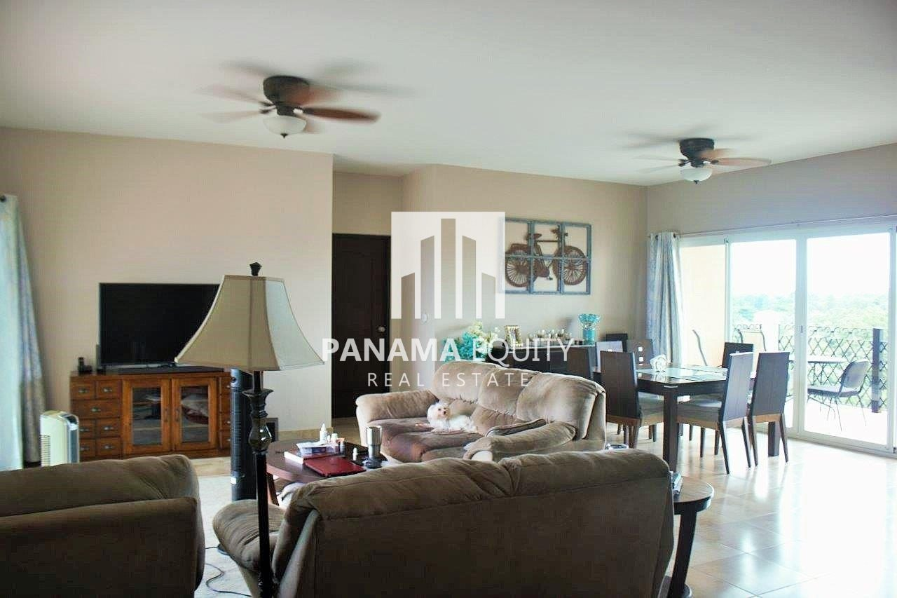 Golf Lovers! Coronado Panama Beach Condo Priced to Sell!