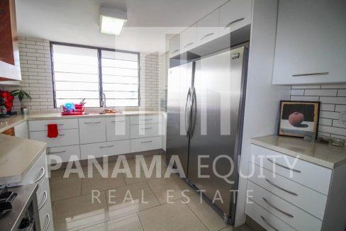 refrigerator-penthouse-apartment-la-cresta-panama(1)