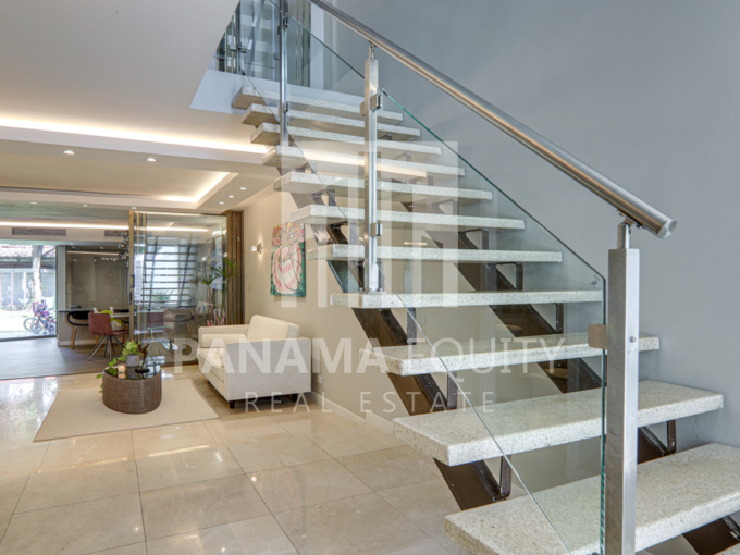 Luxurious Three-story Paitilla House for sale