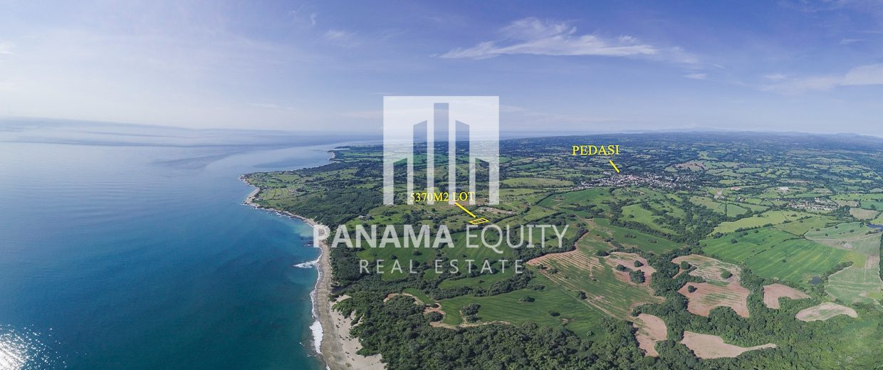 Great value for huge Pedasi lot walking distance to beach