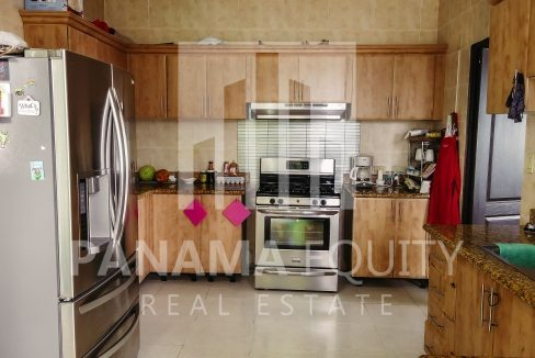 emporium-tower-panama-san-francisco-for-sale-kitchen