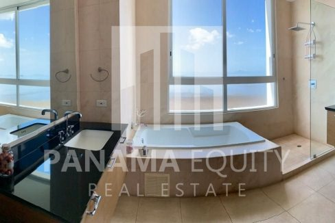 master-bathroom-apartment-sale-costa-del-este-panama-city-breeze