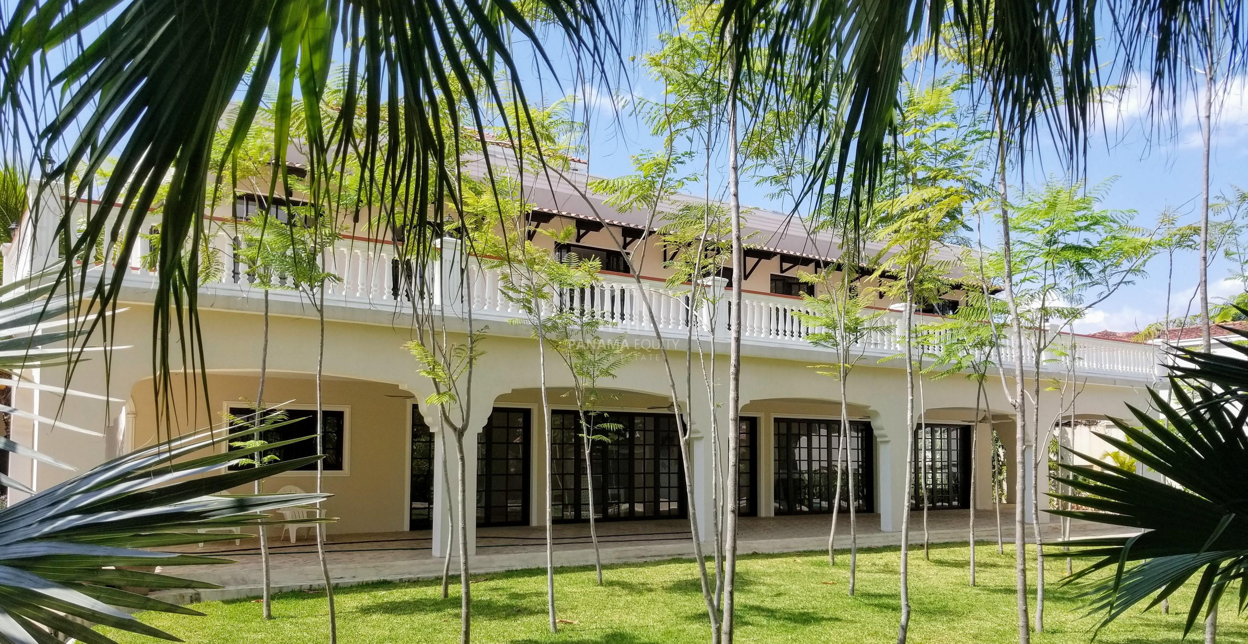 Spanish Colonial Villa For Sale Near Parque Omar Panama