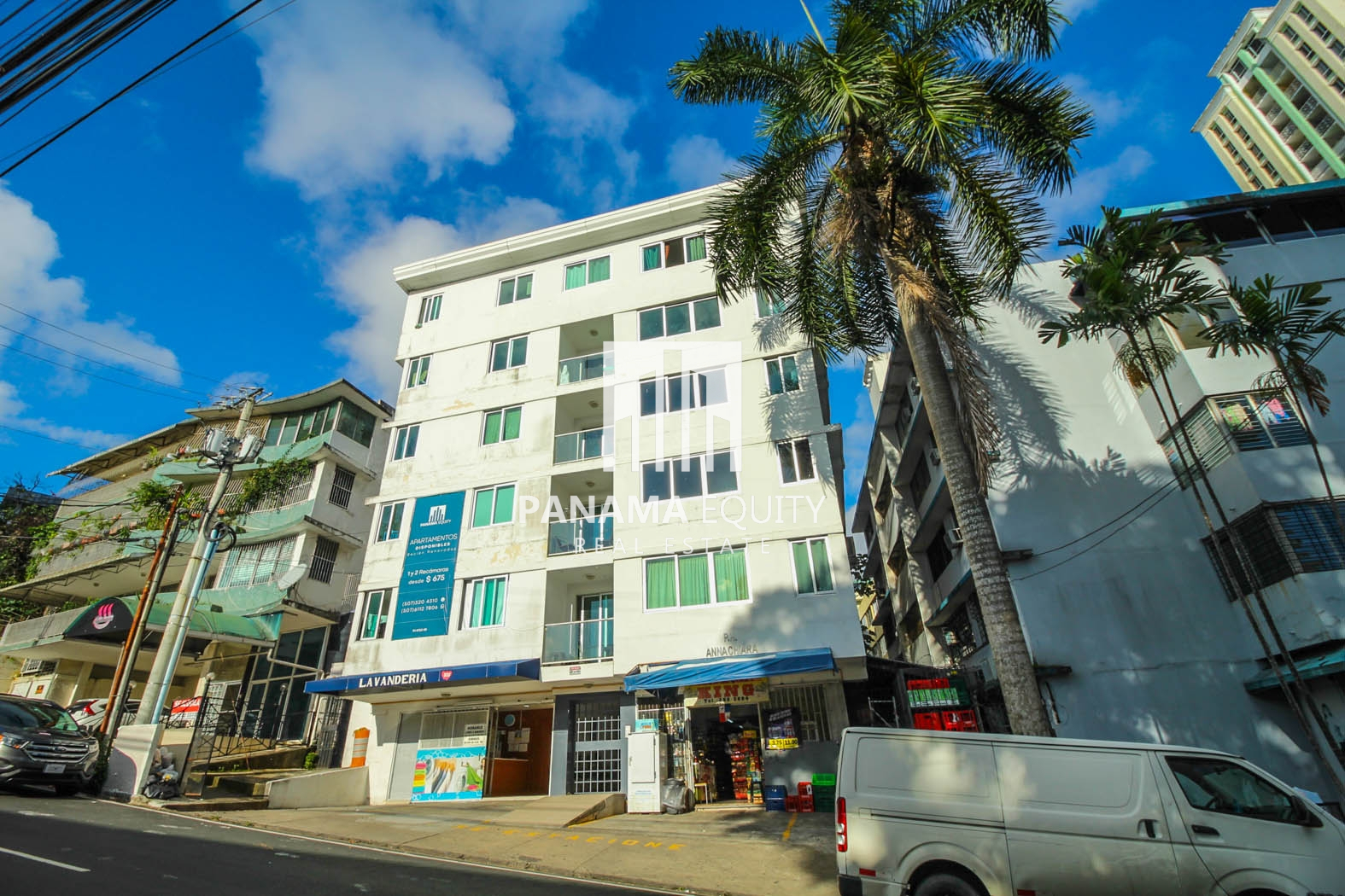 Large unfurnished apartment with a balcony for rent in Annachiara El Cangrejo