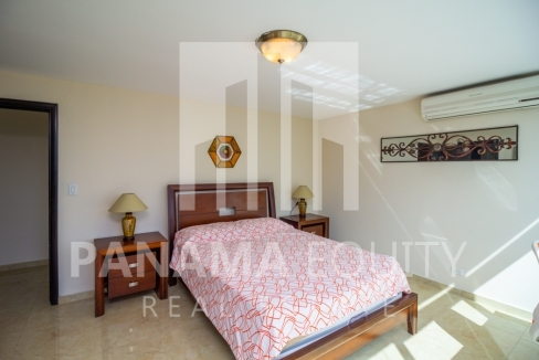 Bayfront Avenida Balboa Panama Apartment for Rent-008