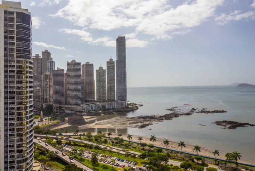 Bayfront Avenida Balboa Panama Apartment for Rent-011