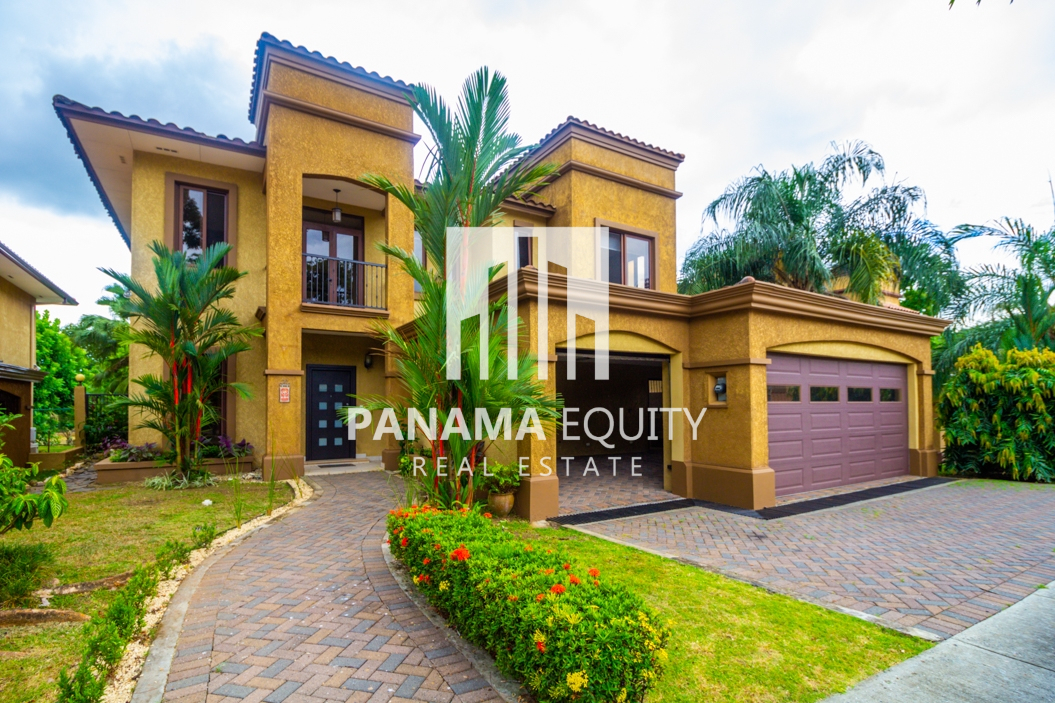 Impeccable Forrest Estate Home for Rent in Embassy Club Clayton