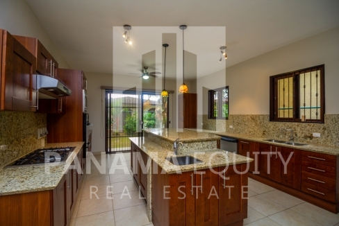 Embassy Club Forest Estates Clayton Panama for Rent-006