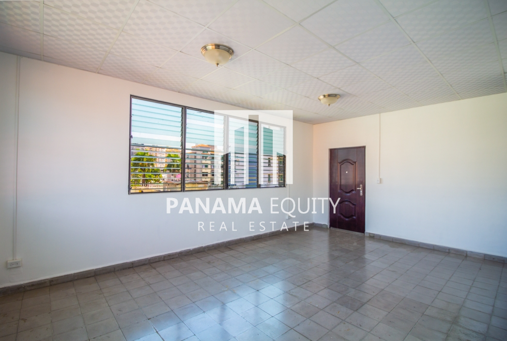 Top floor Newly Remodeled Two Bedroom Apartment in Bella Vista