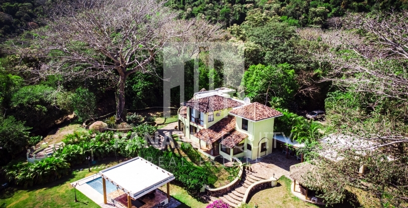 Altos del Maria Panama mountain home for sale
