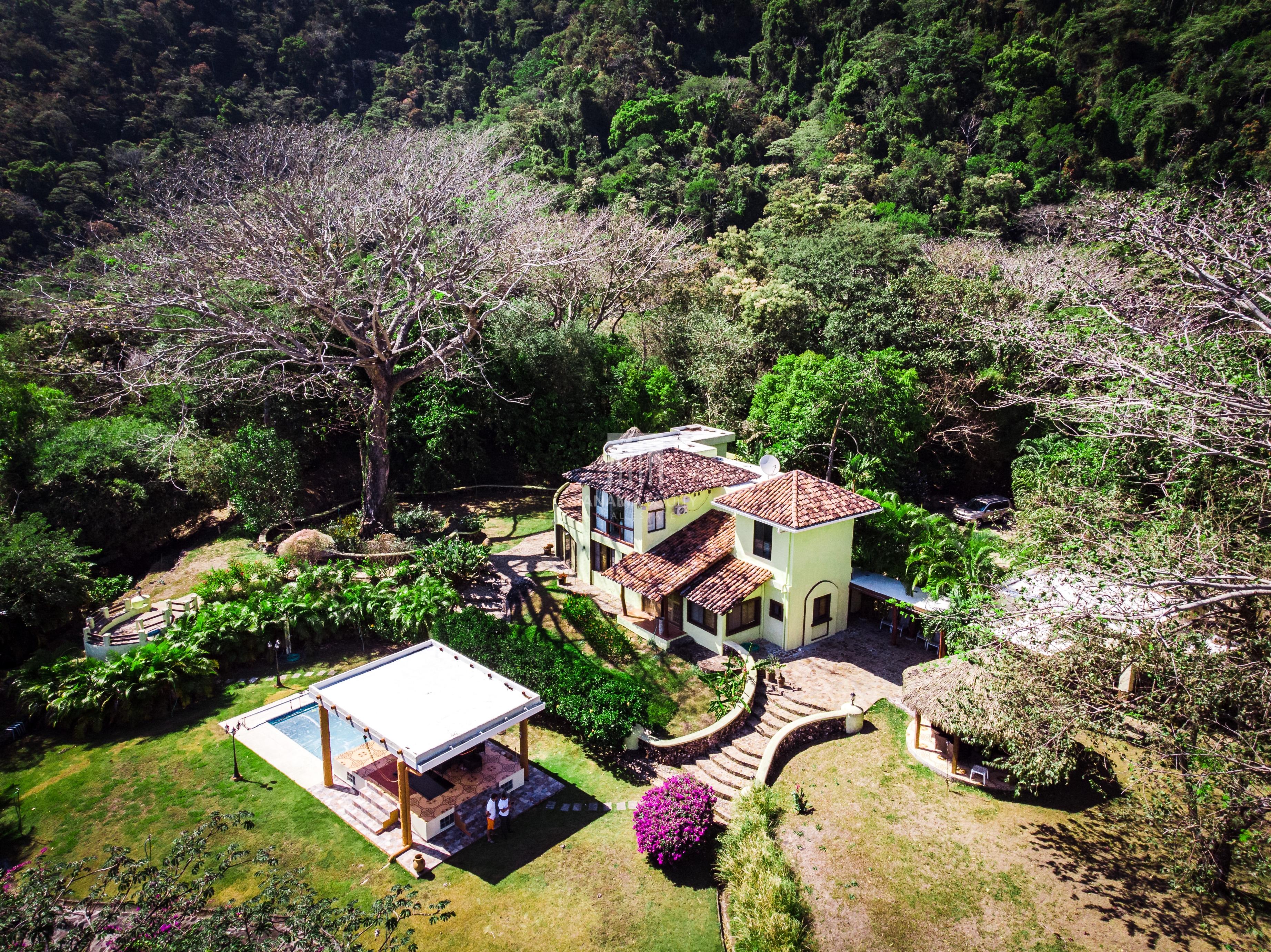 Mountain Villa Family Compound in Altos del Maria Panama
