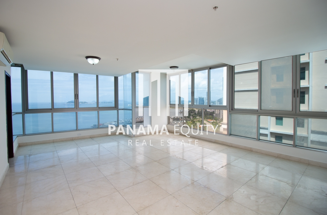 Two-Bedroom Apartment in Villa del Mar For Sale