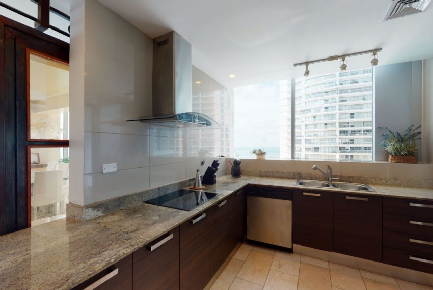 Three-Bedroom Ocean Front Condo for sale in Grand Tower Panama-8